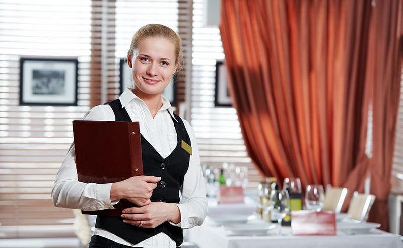 飲食店に勤務する